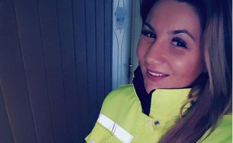 Sexy-polițistă din Constanța, anchetată de șefi după ce s-a pozat pe plaja din Mamaia