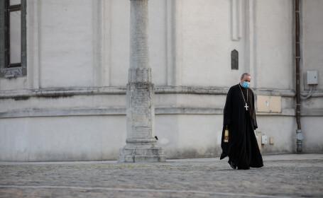 Decizie istorică a Bisericii Ortodoxe Române: Împărtășania credincioșilor se amână