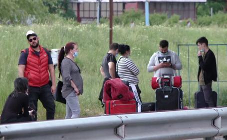 """Motivul pentru care mulți români trec granița pe jos. """"E corect ce se întâmplă?"""""""