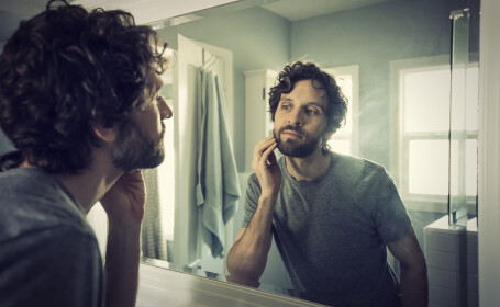 Bărbat cu barbă