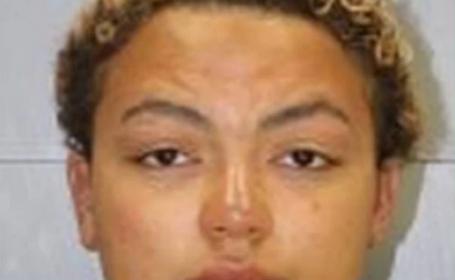 Caz revoltător. O femeie, arestată, după ce și-ar fi incendiat mașina în care se afla copilul ei de 14 ani. Ce a urmat