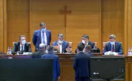 """Impozitarea pensiilor speciale, aprobată... din nou. """"E ca în filmele cu Sergiu Nicolaescu, un pachet cu dinamită"""""""