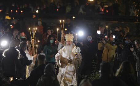 Hristos a mai înviat o dată, la Constanța. Reacția unui bărbat la slujba unde s-a împărțit Lumina Sfântă pentru a doua oară