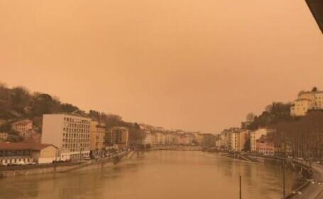 ANM: Particule de praf saharian vor ajunge deasupra României în intervalul 1- 3 mai