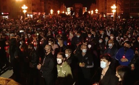 Lumina Sfântă a umplut străzile și gospodăriile din toată țara. Cum s-a desfășurat Slujba Învierii în marile orașe