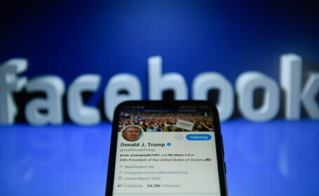 """Donald Trump a fost """"interzis"""" timp de doi ani pe Facebook. Decizia conducerii față de politicieni"""