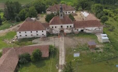 Castele conților din Transilvania, renovate cu bani europeni. La Posmuș, comuniștii au crescut porci și cai