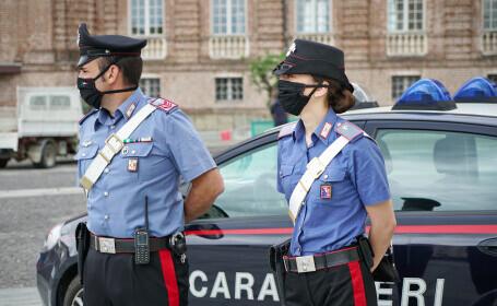 O badantă româncă a bătut bătrânii de care avea grijă și polițiștii care au intervenit. Cine a reușit să o imobilizeze