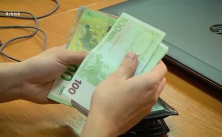 Un angajat al unei primării din Gorj i-a cerut primarului să îi returneze o presupusă mită de 3.000 de euro