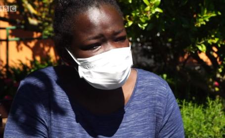 O adolescentă a fost găsită pe o barcă plutind pe mare de trei săptămâni, fără apă și mâncare