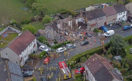 Două case au sărit în aer în UK. Un copil a murit şi patru persoane au fost rănite. FOTO