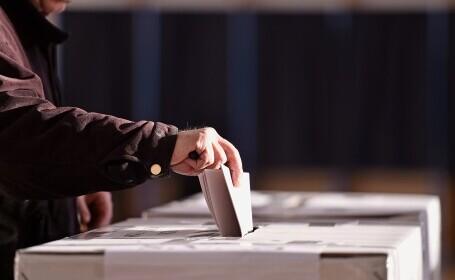 Primarul din Ciorani şi alţi 15 inculpaţi, arestaţi pentru fraudarea alegerilor locale din septembrie 2020