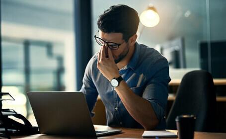OMS: Numărul prea mare de ore lucrate crește riscul deces cauzat de AVC sau boli cardiace