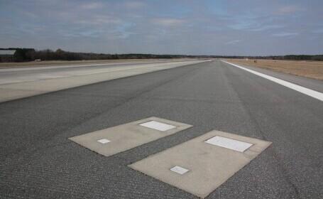 Mormintele pe care aterizează zilnic sute de avioane. Cine sunt persoanele îngropate pe pista aeroportului Savannah