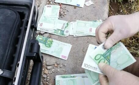 Hoț căutat de polițiști după ce a furat 170.000 de euro dintr-un dulap aflat în locuința unei femei