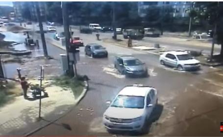 Inundație în Timișoara, după ce un excavator care terminase lucrările ce durau de un an la rețeaua de apă a spart o conductă