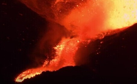Vulcanul Etna a erupt din nou. Imagini spectaculoase surprinse în Sicilia