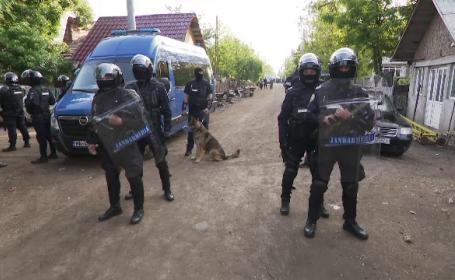 """Descinderi de amploare într-o localitate din Călărași. Zeci de firme ardeau ilegal deșeuri: """"Mai ard băieții un cauciuc"""""""