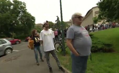 Cozi uriașe la vaccinarea anti-COVID. Aproape 70.000 de români au primit serul în ultimele 24 de ore