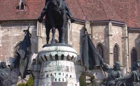 Corvin, marul discordiei intre un concern german si o parohie catolica!