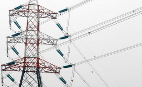 Ninsoarea a lasat fara curent electric 20 de localitati din Dambovita