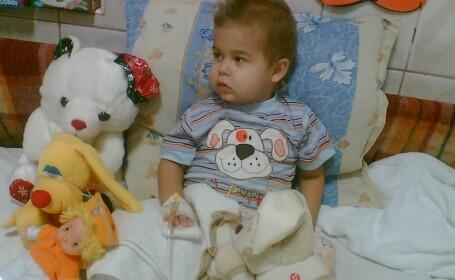 Un copil de 3 ani, care sufera de leucemie, are nevoie de tine!