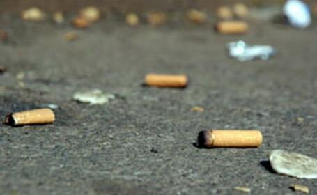 Vezi ce face un politist cand primeste un chistoc de tigara in fata