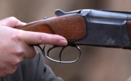 Pusti cu luneta, pistoale si munitie, furate din apartamentul unui notar!