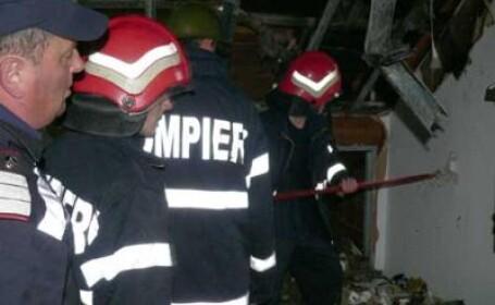 Pompierii vor sa afle cauza incendiului