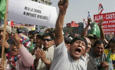 Proteste violente in Peru pentru a impiedica constructia unei fabrici