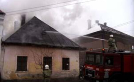 Pompierii au stins incendiul