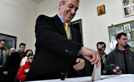 Premierul Calin Popescu Tariceanu a votat la scoala din Ciofliceni, Ilfov