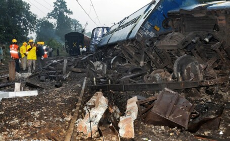 Tren deraiat in estul Indiei, din cauza unei bombe plasata pe sine!