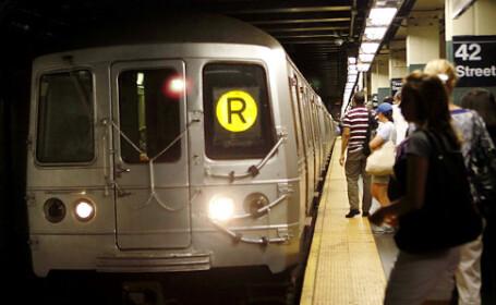 I s-a facut rau si a cazut in fata metroului. Mecanicul a salvat-o