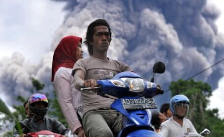 Zeci de mii de oameni sinistrati din cauza vulcanului Merapi! Galerie FOTO