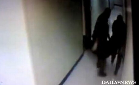 VIDEO SCANDALOS! Angajatii de la morga taraie cadavre ca pe sacii de gunoi