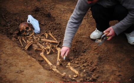 40 de schelete in mijlocul Bucurestiului! Cavouri la Universitate! FOTO