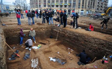 Peste ruinele din Piata Universitatii va fi montat un trotuar transparent!