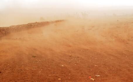 Pasivitatea autoritatilor lasa un oras din Romania sa dispara sub un strat de nisip toxic