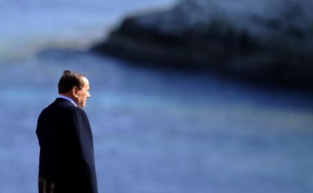 Tara arde, Berlusconi e meloman. A lansat un album de muzica usoara