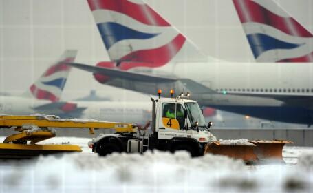 Britanicii s-au pierdut in ceata. Mii de oameni au ramas blocati pe aeroportul Heathrow