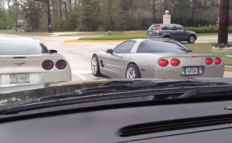VIDEO. Doi soferi de Corvette isi fac praf masinile, in timpul unei \