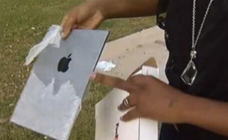 A vrut sa scoata din priza iPad-ul, insa incarcatorul i-a explodat in mana. Ce a urmat