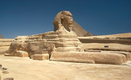 Sfinxul egiptean, reconstruit la 7500 de kilometri distanta. Motivul pentru care un constructor chinez a facut investitia