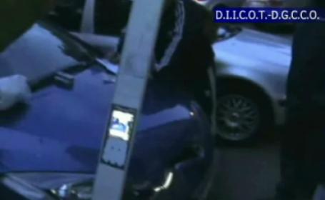 Au clonat carduri si au furat identitati de 1 milion de euro. Hotii erau ajutati de un politist