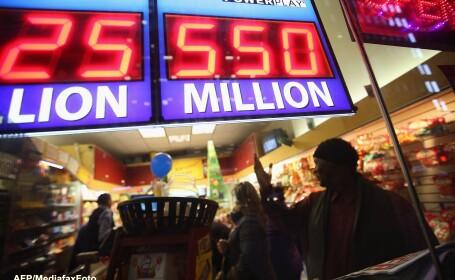 Doua persoane au castigat marele premiu al loteriei americane: peste jumatate de miliard de dolari