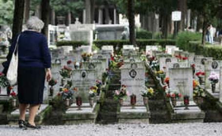 O italianca a murit dupa ce a cazut in mormantul sotului ei. Martorii au jucat la loto