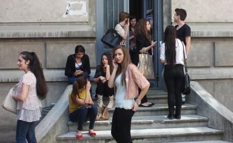 Noua masura a autoritatilor pentru a combate absenteismul din scoli: lacate pe usi in timpul orelor