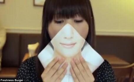 De ce isi ascund japonezii fata atunci cand mananca. Masca este esentiala la fast-food