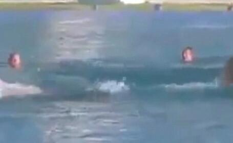 Gluma hilara care l-a facut pe un barbat din California sa inoate disperat catre tarm. VIDEO